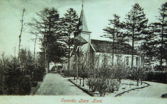De oude hervormde kerk die bij het kerkhof te Nijtap stond.