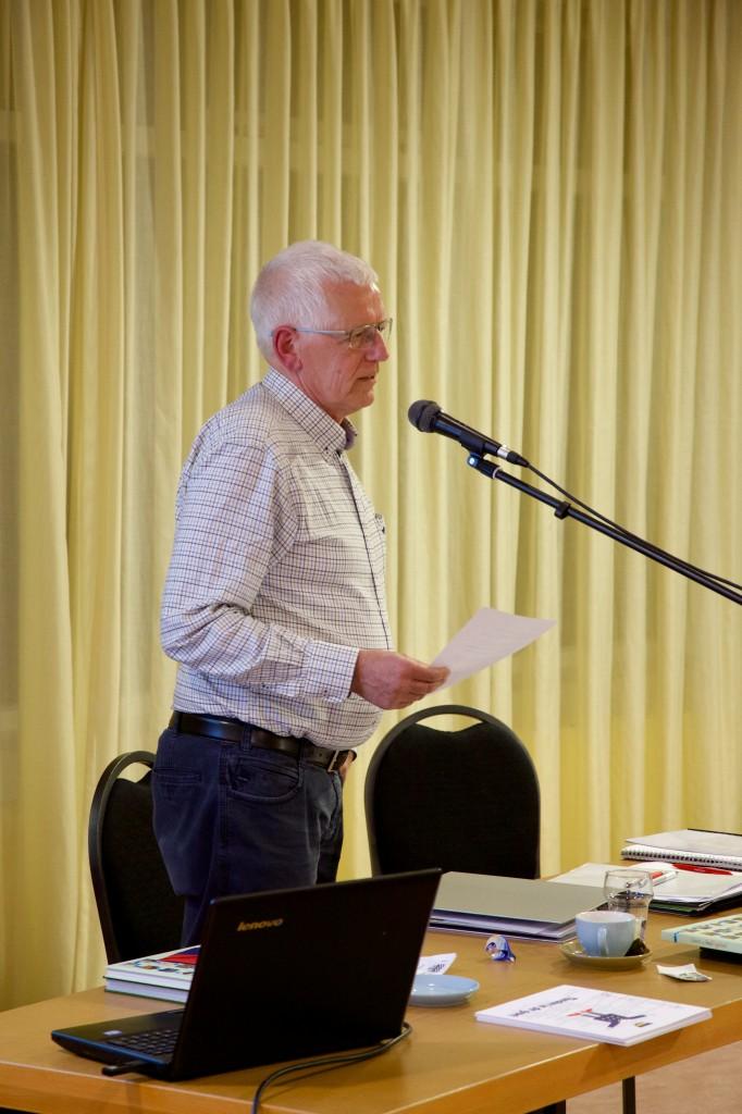 Sjoerd de Boer vertelt op de ledenvergadering over genealogie