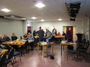 Vollopende zaal in De Wringe.